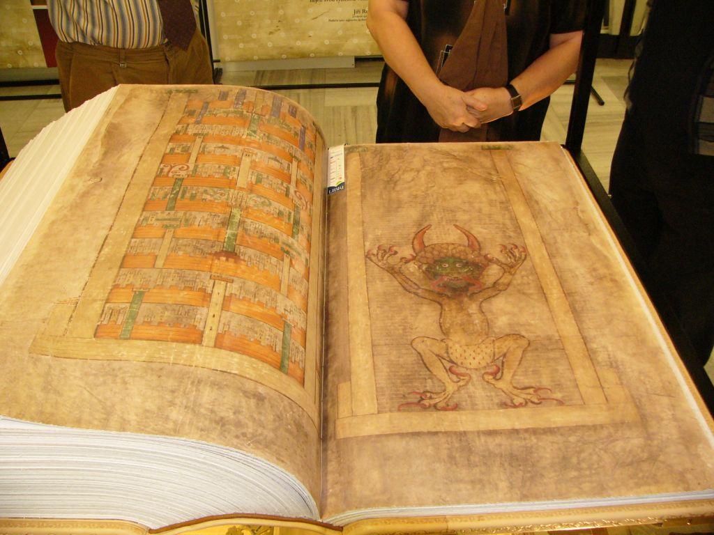 Кем была написана историческая рукопись «Библия Дьявола»